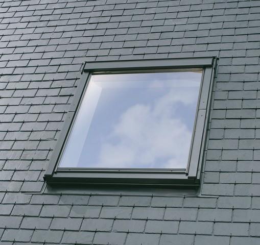 Fenêtre de toit VELUX à rotation - Confort - Finition blanche - GGU UK04 0076 134x98
