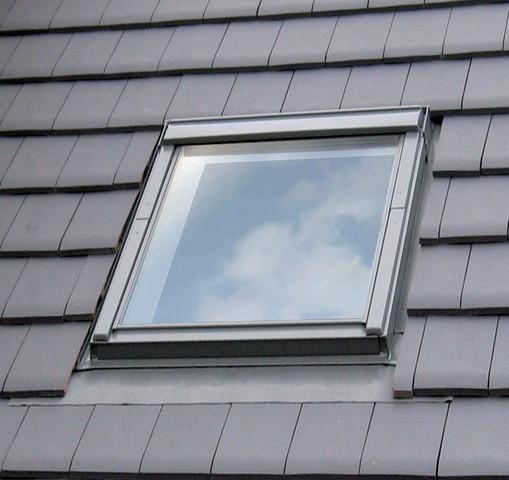 Fenêtre de toit VELUX à rotation 114x118 cm - Tout confort Motorisation Integra - GGLSK06 305721