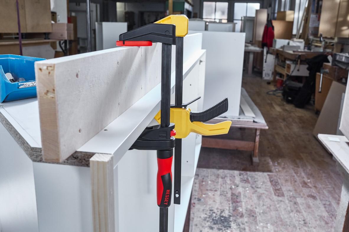 Serre-joint à engrenage Gearklamp BESSEY - serrage jusqu'à 600  mm - saillie 60 mm - rail 19 x 6 mm - lot de 6 pièces -