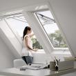 Fenêtre de toit VELUX à projection - Confort - Finition blanche  - GPU CK04 0076 55x98